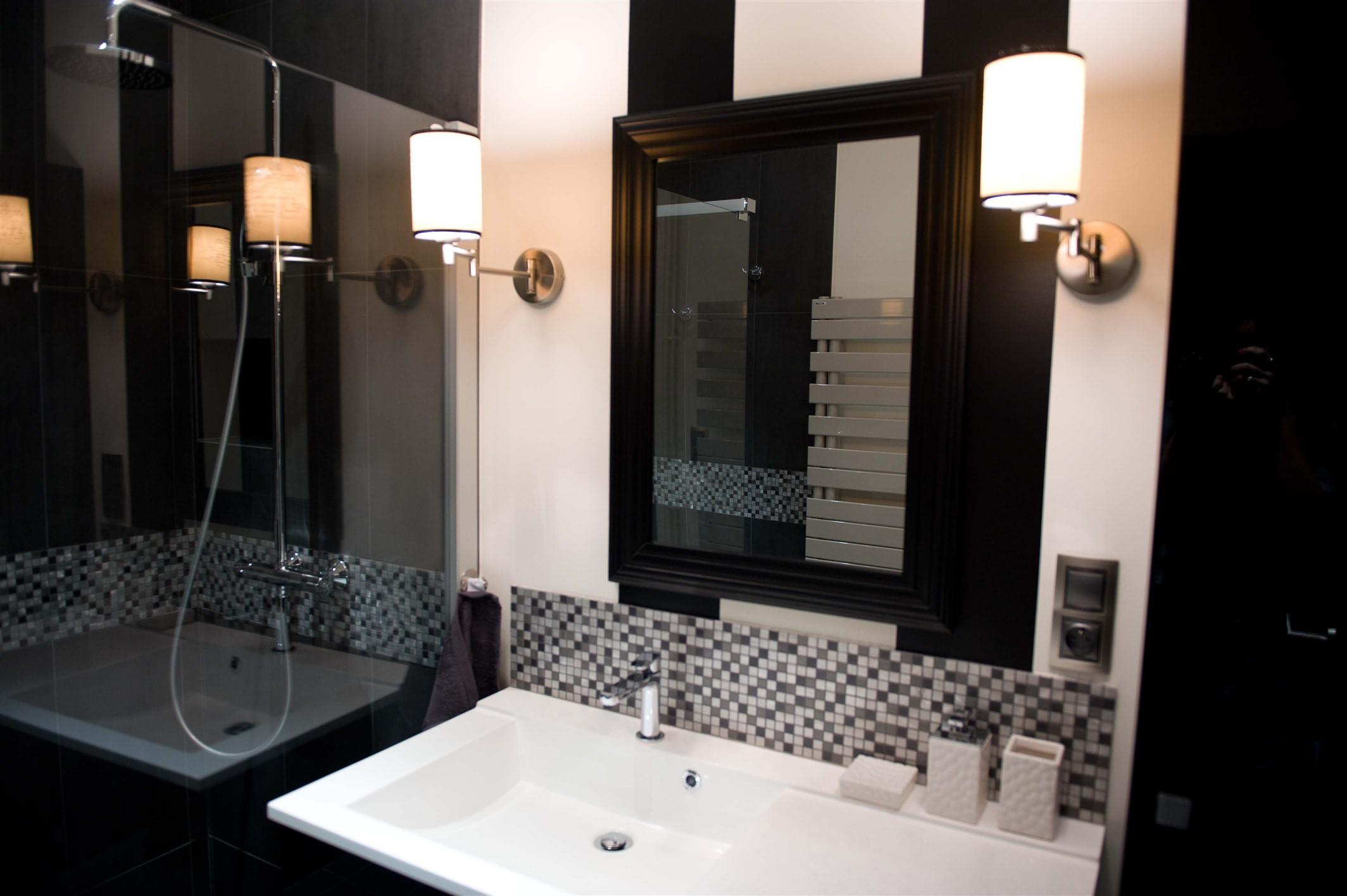 Salle de bain noir et blanc APRES Sancerrois 18