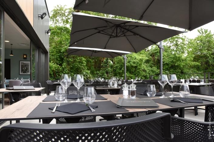 terrasse restaurant Varennes-Vauzelles 58 par virginie vaudenay décoratrice ufdi couleur de vie à Bué en sancerre dans le cher (18)